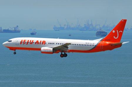 Jeju_Air_Boeing_737-800;_HL8239@HKG;04.08.2011_615kx_(6207350945)-1
